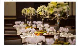 وسایل و امکانات یک میز ناهارخوری در تالار