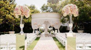 نمایی بیرونی تزئین شده یک تالار عروسی