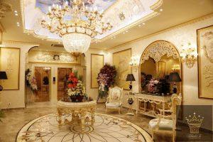 تالار های لوکس ژابیز با نقاشی های زیبای سقف و دیزاین فوق العاده واقعا چشم نواز است.