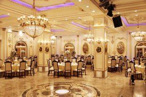 تالارهای بزرگ میتوانند در زمان کرونا با یک سوم ظرفیت خود اقدام به برپایی مراسم عروسی کنند.
