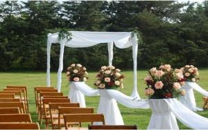 عروسی کرونایی در فضای باز