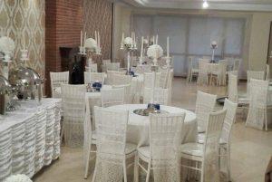میز و صندلی مجالس طرح و مدلهای مختلفی دارند که باتوجه به نوع برگزاری مراسم و میهمانی انتخاب میشوند.