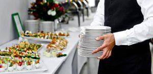 افراد مهماندار به خوبی نیازهای یک مهمانی اصیل و خوب را میدانند.