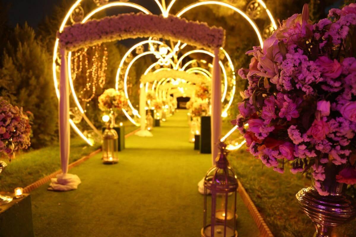 گنجایش محل برگزاری مراسم عروسی باید متناسب با تعداد افرادی باشد که برای مراسم خود دعوت کرده اید.